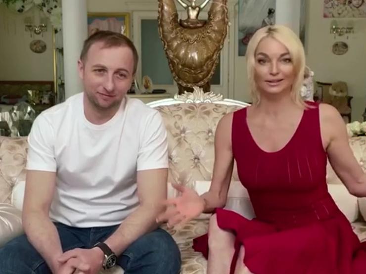 Олег не богатый человек, но Настю это не смущало.