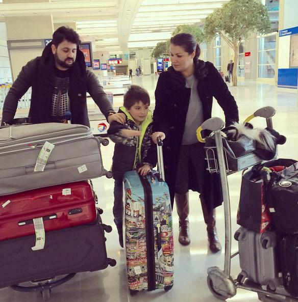 Анна Нетребко с сыном и мужем в Париже