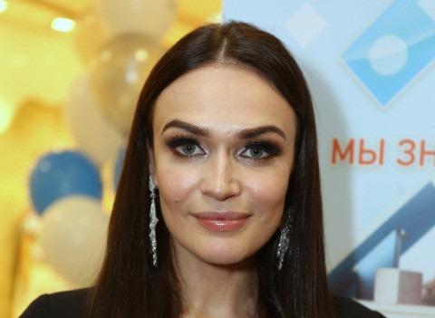Алена Водонаева опровергла расставание с мужем