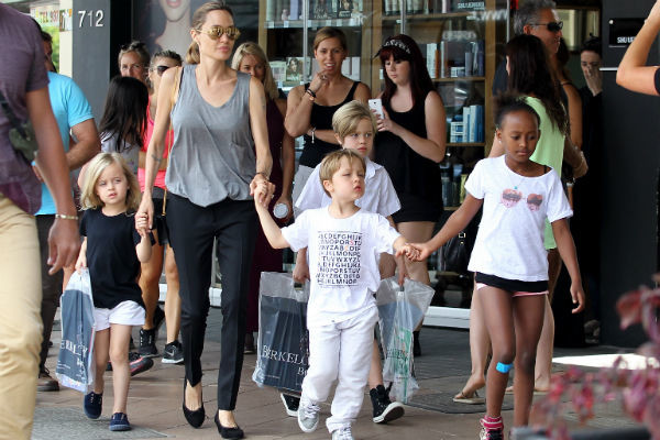 Многочисленные дети Джоли и Питта