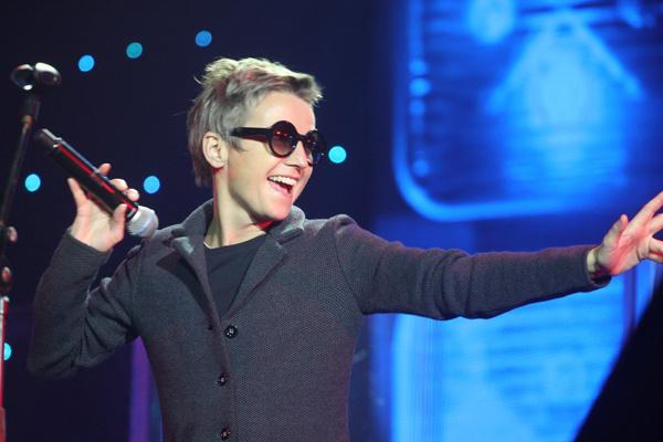 Светлана Сурганова исполнила песню «Фатальная колесница»