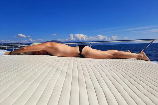 Острожно, горячо! Диана Арбенина обнажилась на яхте в Сочи