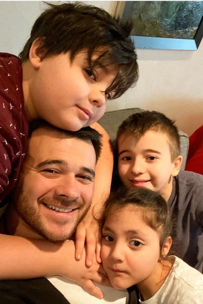 Эмин сейчас разлучен с наследниками, которые живут в Баку