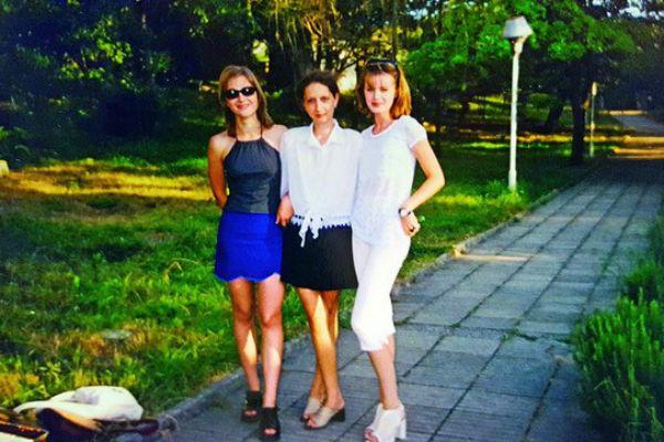 Элеонора Кондратюк с подругами