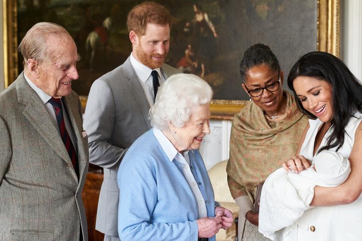 Елизавета II так и не смогла до конца принять избранницу внука