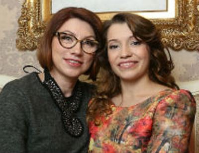 Роза Сябитова подарила дочери кухню