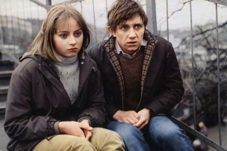 Первым мужем актрисы стал партнер по фильму «Клетка для канареек» Вячеслав Баранов