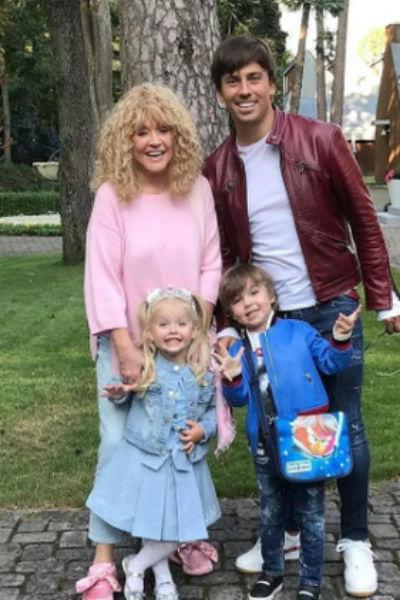 Супруги воспитывают двойняшек Лизу и Гарри