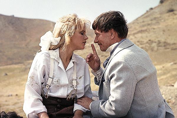 Кадр из фильма «Человек с бульвара Капуцинов» режиссера Аллы Суриковой, 1987 год