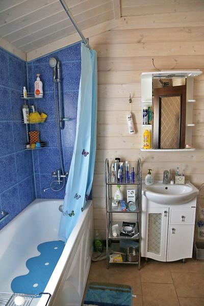 В доме две ванные комнаты – на первом и втором этажах