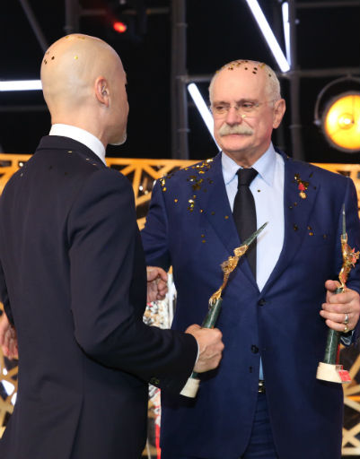 Федор Бондарчук и Никита Михалков поздравляют друг друга