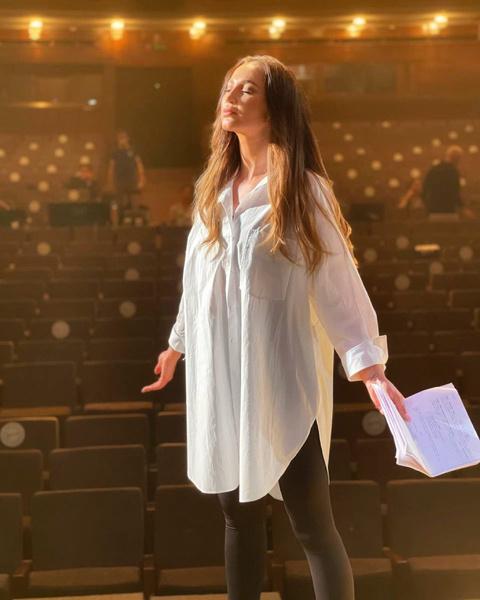 Антрепризы уже покорились Бузовой, теперь она идет в репертуарный театр