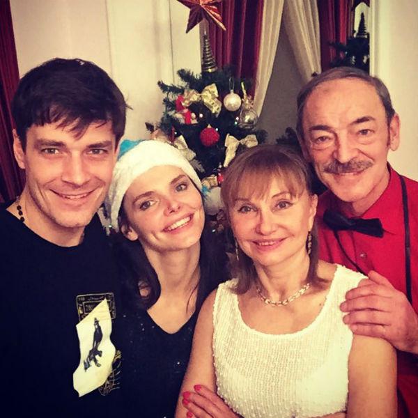Елизавета Боярская вместе с семьей