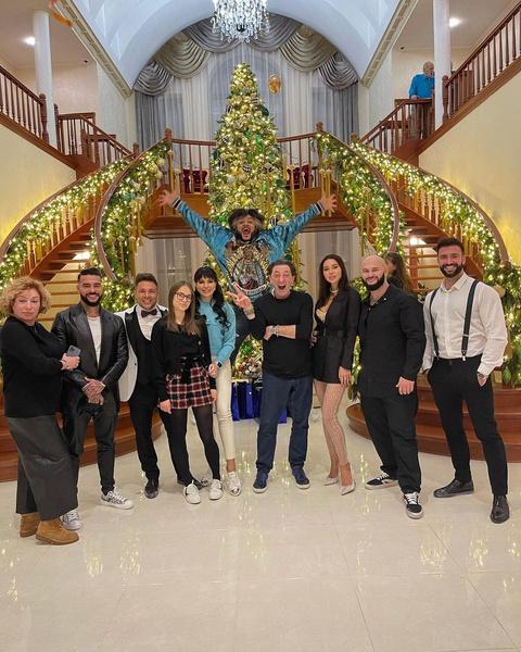 Киркоров собрал большую компанию на праздник