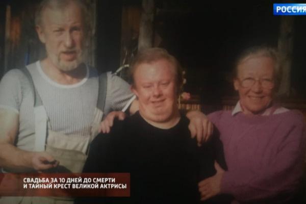 Раритетная фотография семьи Ии Саввиной с мужем и сыном