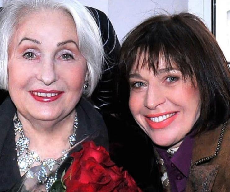 С вдовой поэта-песенника Михаила Танича Лидией Козловой Алиса дружит больше 20 лет