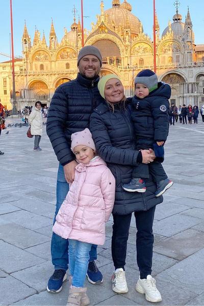 Супруги часто путешествуют с детьми